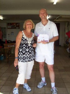 Lance Oswald (R) receives his Umpiring B Badge from BNA Coaching Director Elaine Prestney (L)